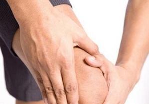 У перший час симптоми остеоартрозу виявляються проявляються слабо, і пацієнти їх ігнорують