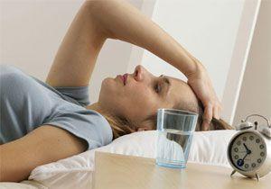 Симптомами зміщення шийних хребців є порушення сну, головний біль, втома, нежить