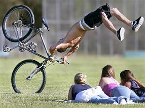 Основними причинами удару, є падіння, удар або автомобільна аварія